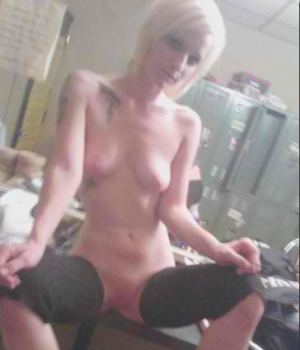 Emo rocker chick nude and camwhoring