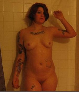 Slutty Emo Curvy Babe Posing Nude In The Shower